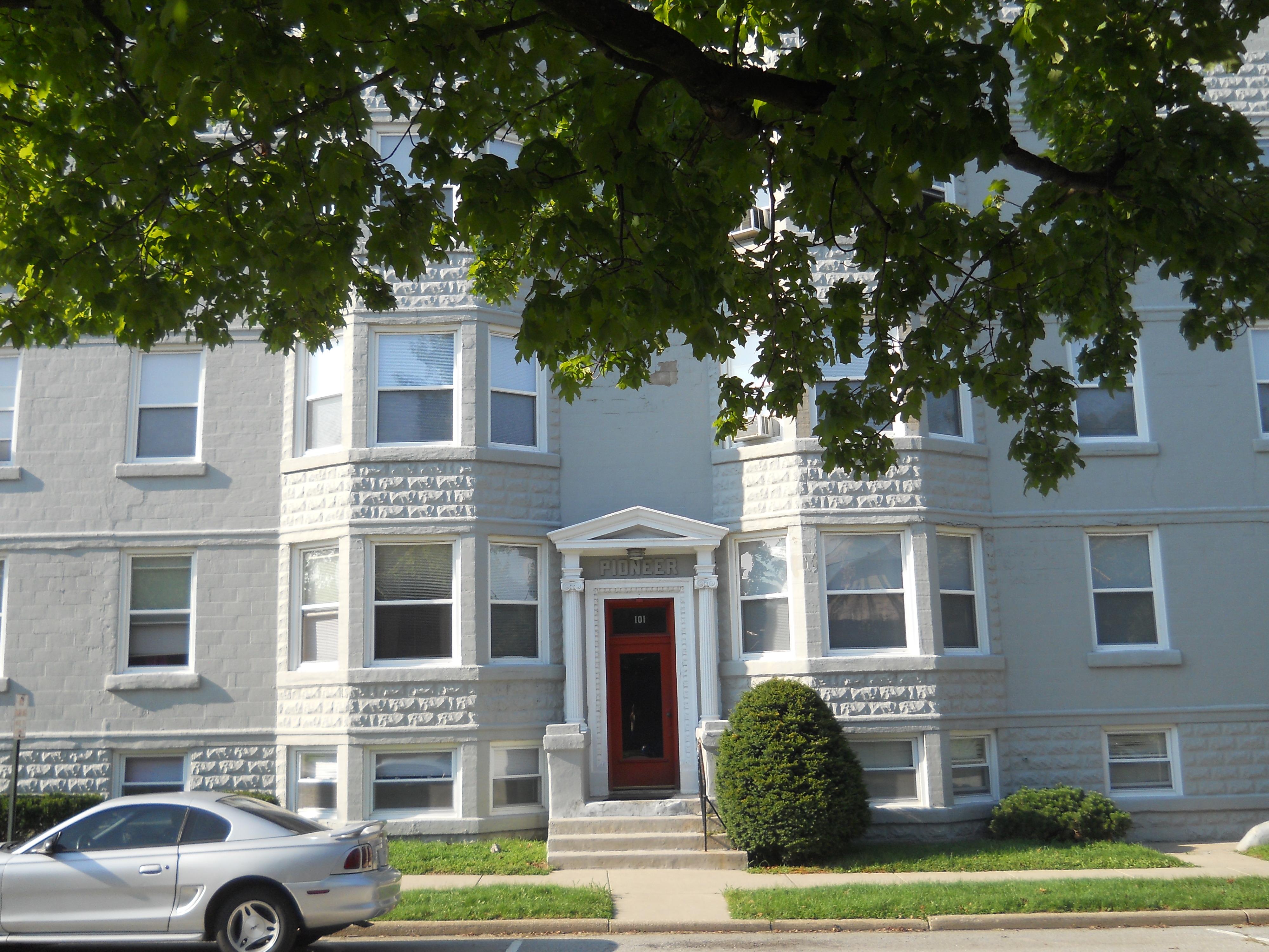 apartments $ 750 $ 795 month 900 sq ft three bedroom apartments $ 950